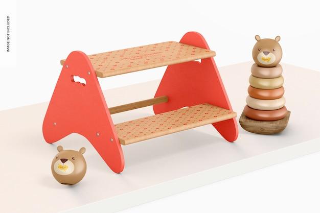 Tabouret en bois à deux marches avec maquette de jouets