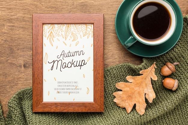 Tasse de café avec cadre à côté