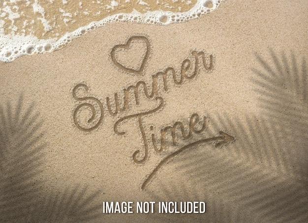 Texte d'été sur la plage de sable