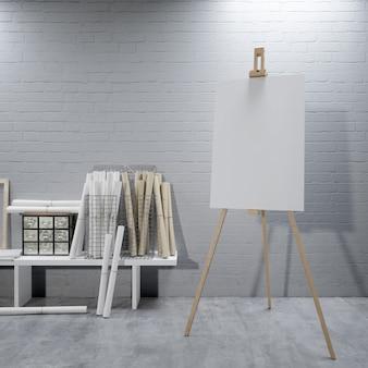 Toile blanche sur un chevalet à la salle d'art