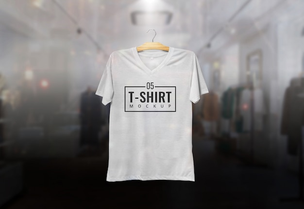 Tshirt mcokup suspendu