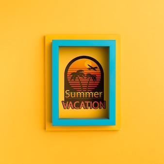 Vacances d'été sur cadre bleu et jaune