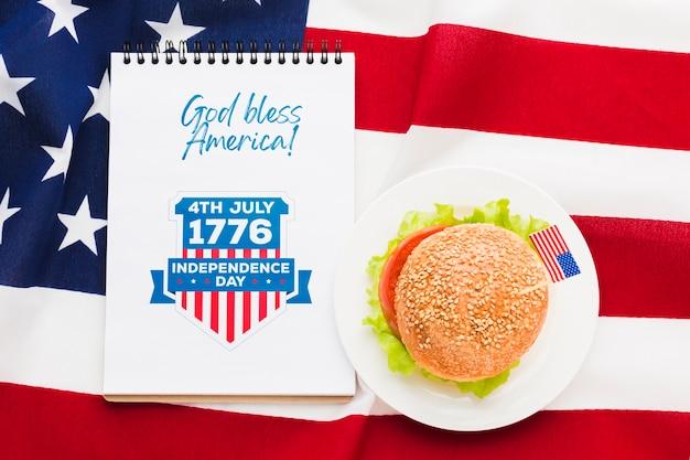 Voeux de la fête de l'indépendance avec burger