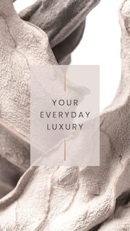 Votre luxe de tous les jours sur un fond texturé feuille