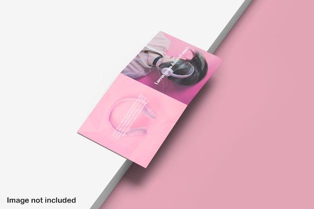 Vue d'angle supérieure maquette de brochure pliante carrée