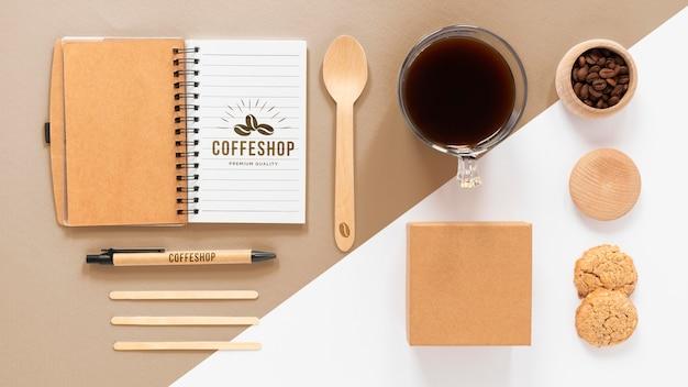 Vue de dessus des articles de marque de café
