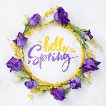 Vue de dessus bonjour printemps maquette avec des fleurs