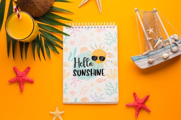 Vue de dessus bonjour soleil concept avec jus d'orange