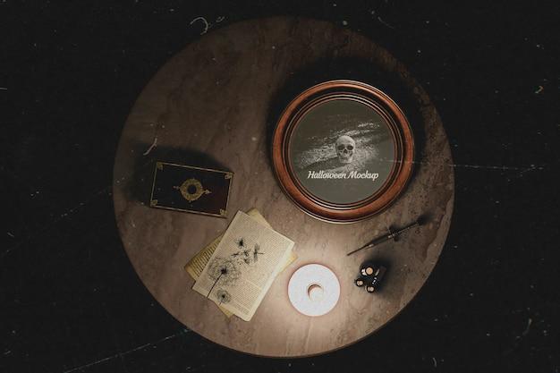 Vue de dessus des décorations occultistes sur la table