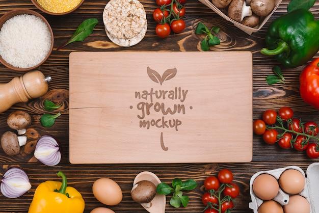 Vue de dessus de délicieux légumes maquette de nourriture végétalienne