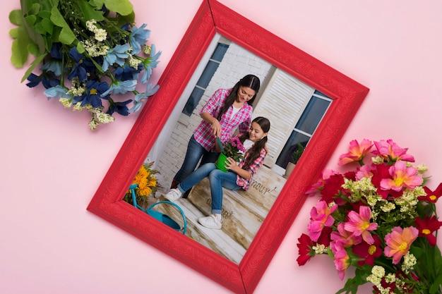 Vue de dessus du cadre avec des fleurs colorées