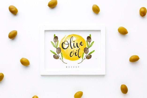 Vue de dessus du cadre d'huile d'olive avec maquette