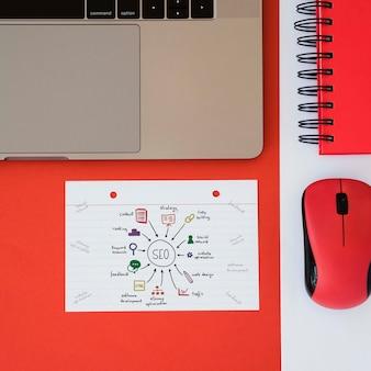 Vue de dessus du concept de bureau de marketing numérique
