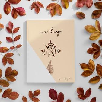 Vue de dessus du magazine et des feuilles