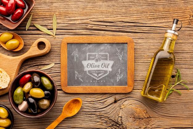 Vue de dessus de l'huile d'olive biologique avec maquette