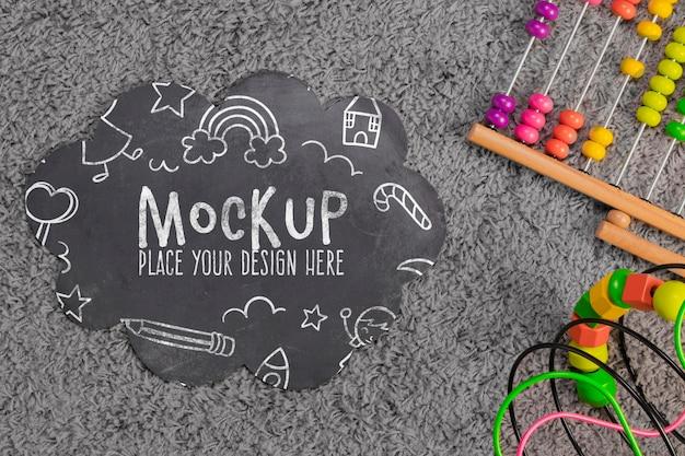 Vue de dessus des jouets colorés pour enfants avec espace copie