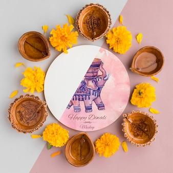 Vue de dessus joyeux festival diwali maquette fleurs et bougies
