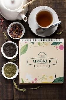 Vue de dessus de la maquette du concept de thé