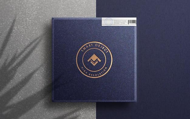 Vue de dessus sur la maquette du logo sur la boîte de produit de luxe