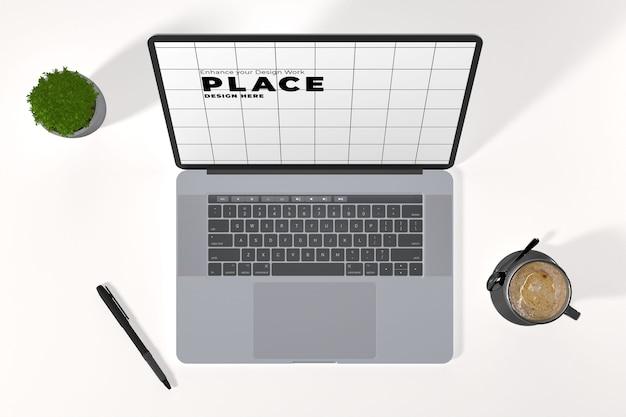Vue de dessus sur une maquette d'ordinateur portable avec une tasse de café