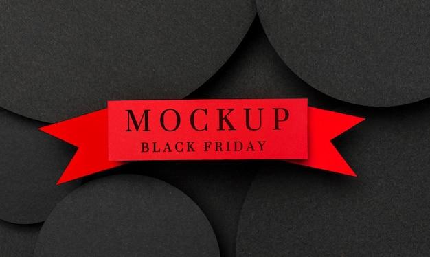 Vue de dessus maquette ruban rouge vendredi noir sur des formes circulaires