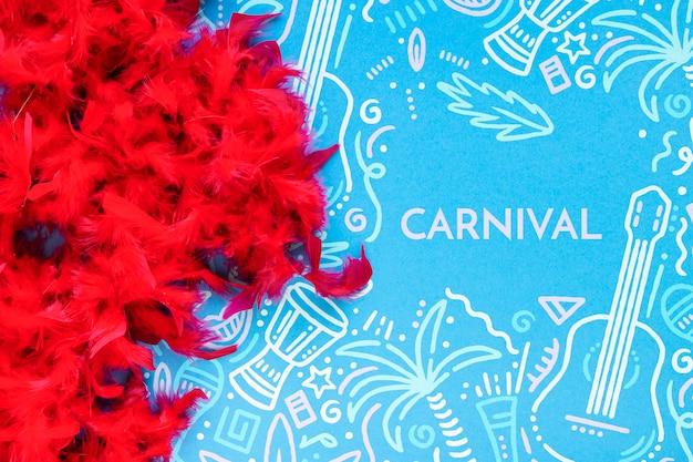 Vue de dessus des plumes rouges de carnaval