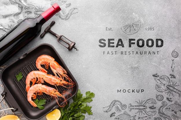 Vue de dessus savoureux arrangement de fruits de mer avec maquette