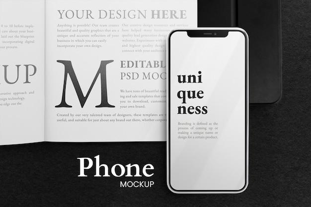 Vue de dessus sur smartphone et maquette de livre