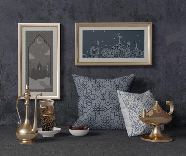 Vue de face composition traditionnelle du ramadan avec maquette de cadres