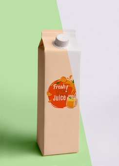 Vue de face du carton de jus de fruits frais