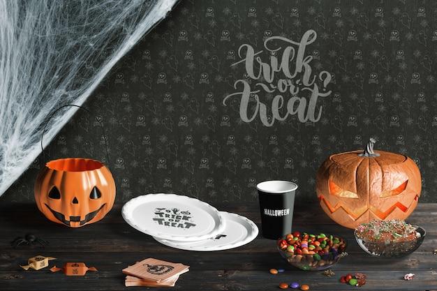 Vue de face des éléments d'halloween sur une table en bois
