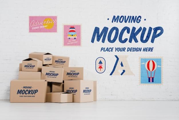 Vue de face de la maquette de nombreuses boîtes de déménagement