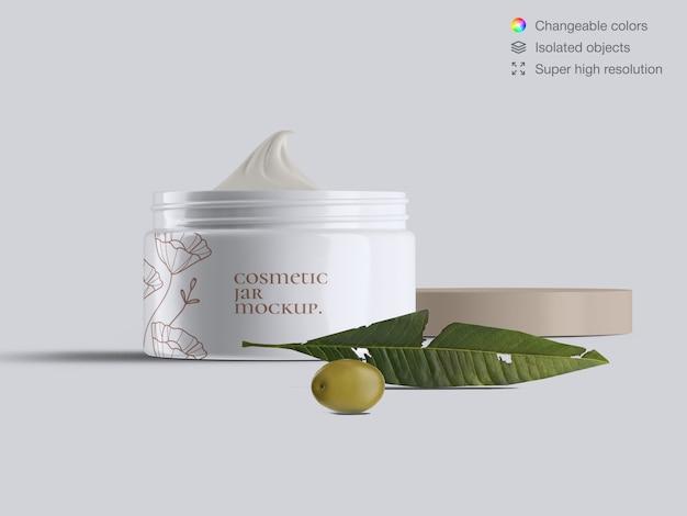 Vue de face réaliste ouvert pot de crème cosmétique pour le visage en plastique avec modèle de maquette de feuilles d'olives et d'olives