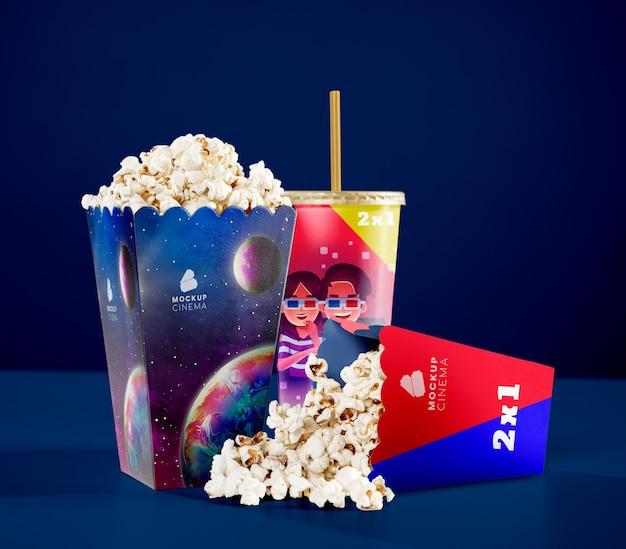 Vue de face des tasses de pop-corn de cinéma