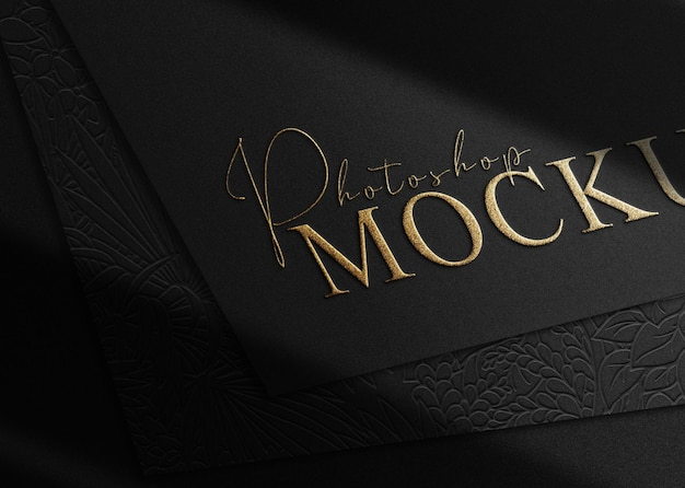 Vue prospective de la maquette de papier logo en relief de luxe en gros plan