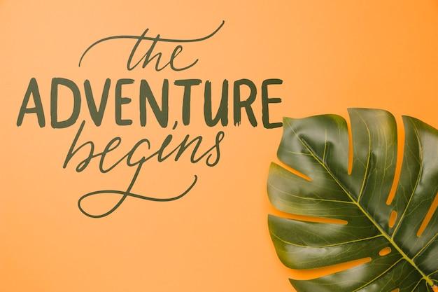 A aventura começa, letras com tropical de folha de palmeira