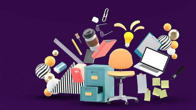 A cadeira do escritório é cercada por um armário de arquivos, laptop e equipamento de escritório