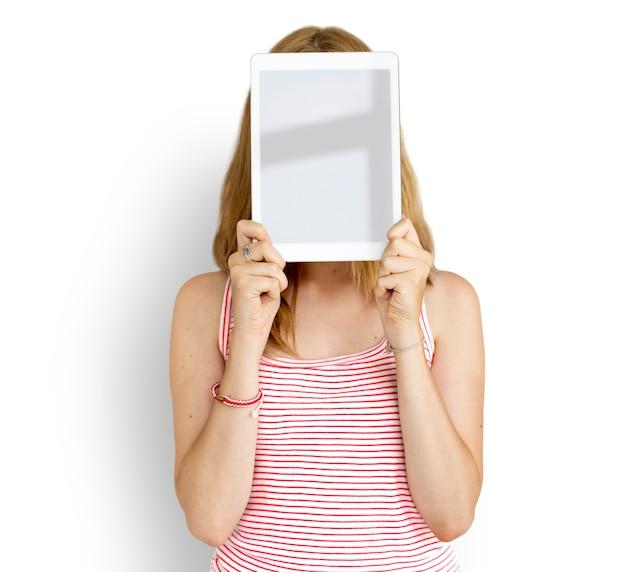 A cara da tabuleta de digitas da mulher cobriu o conceito da tecnologia de espaço da cópia