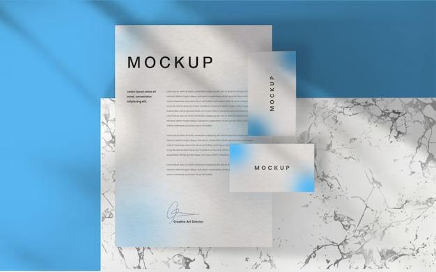 A identidade corporativa imprime um cartão de visita e uma maquete de papel timbrado