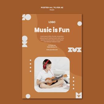 A música é divertida, garoto tocando ukulele flyer