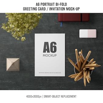 A6 bi-fold cartão maquete