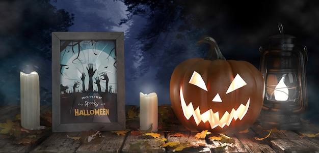 Abóbora assustadora com velas e cartaz de filme de terror