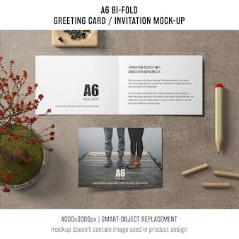 Abra a maquete de cartão de convite bi-fold de a6