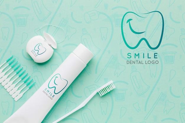 Acessórios para cuidados dentários com maquete