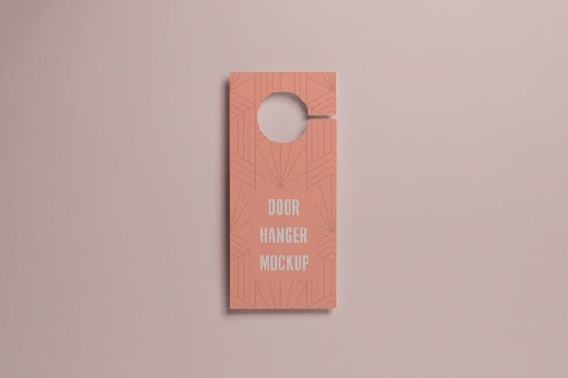 Acima vista cabide rosa para porta