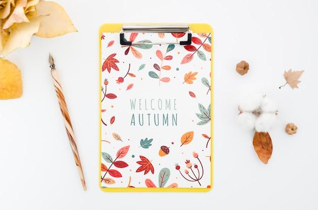 Acima, vista, prancheta, mock-up, com, bem-vindo, outono