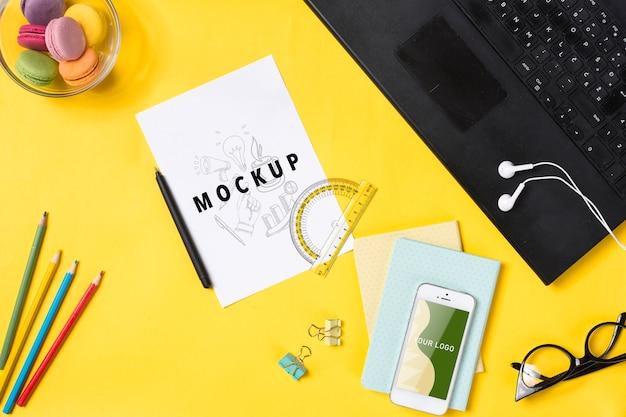 Agenda e ferramentas para escrever no conceito de mesa