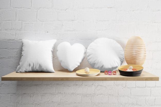 Almofadas macias brancas em uma prateleira de madeira