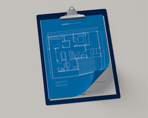 Alto ângulo do bloco de notas com blueprint