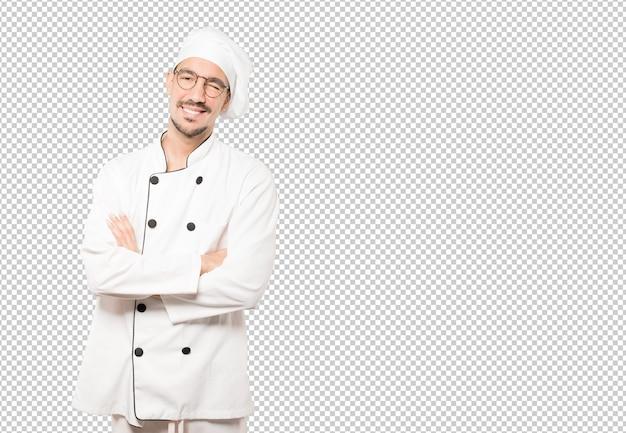 Amigável jovem chef piscando um olho
